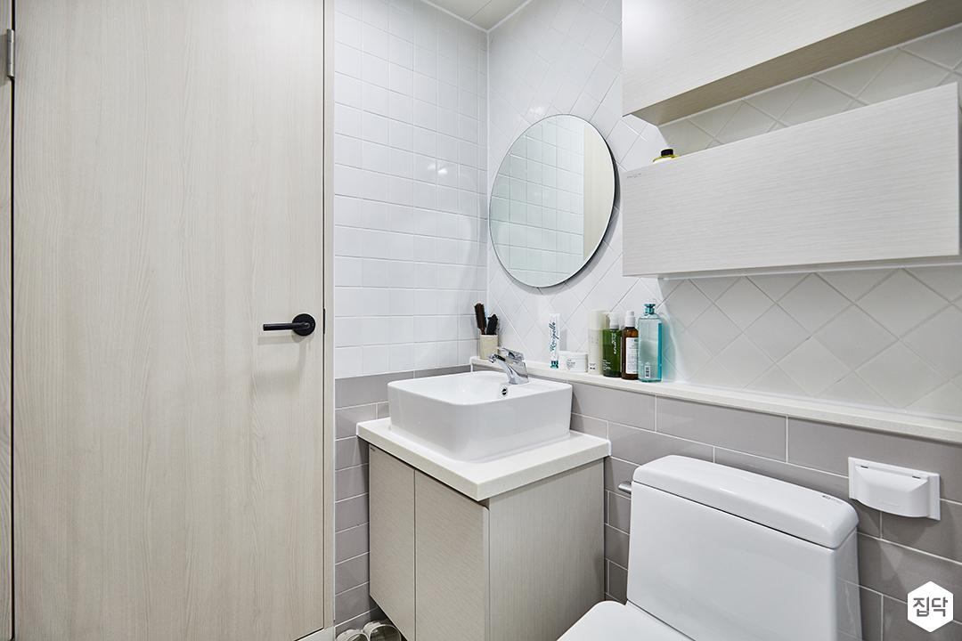 욕실,화이트,그레이,심플,세면대,거울,수납장