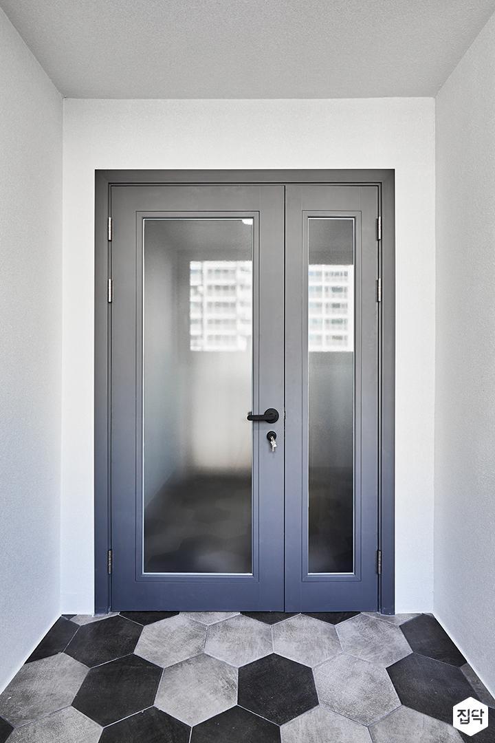 현관,그레이,여닫이중문,헥사곤패턴