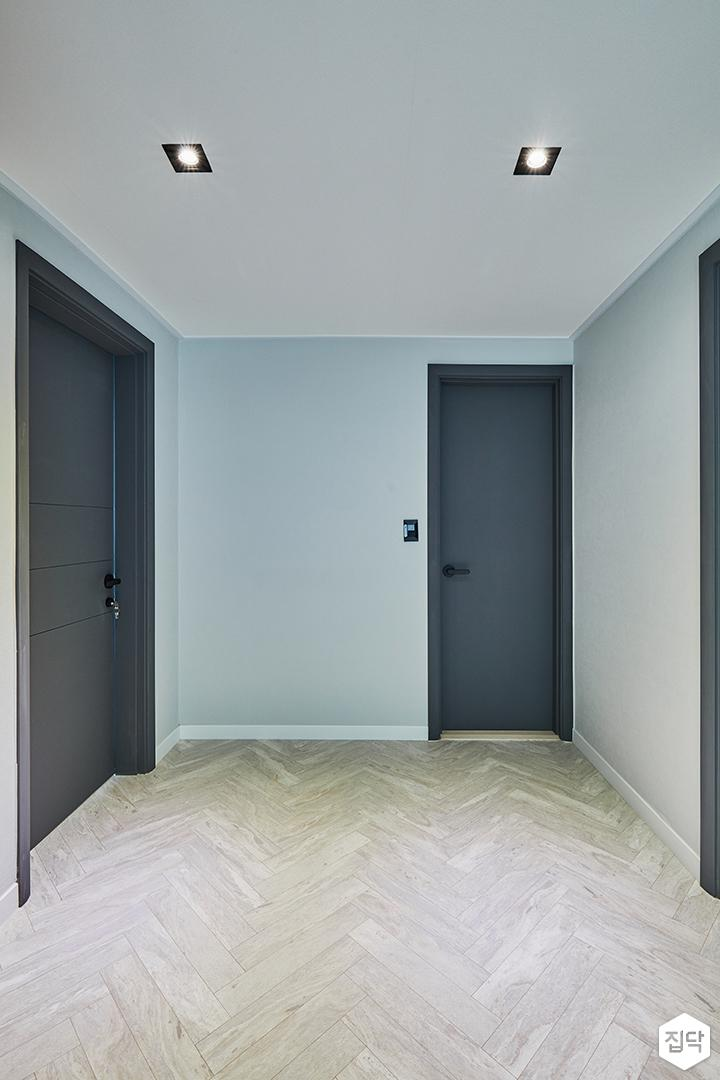 블루,헤링본패턴,다운라이트조명,다크그레이,방