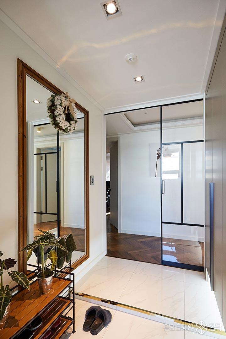현관,중문,슬라이딩도어,거울,선반,화이트
