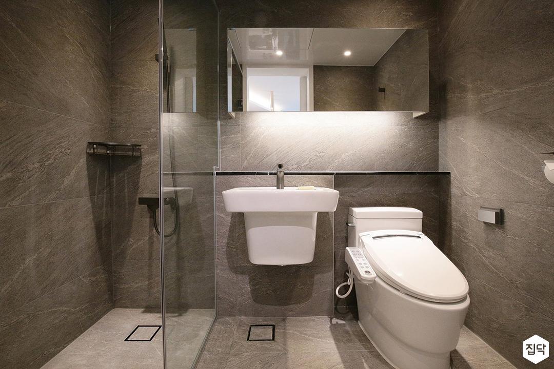 욕실,그레이,모던,젠다이,간접조명,유리파티션,슬라이딩거울장,세면대,양변기,코너선반