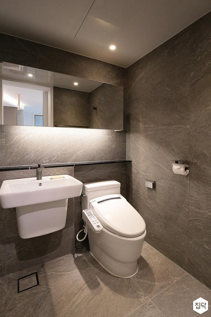 욕실,그레이,모던,젠다이,간접조명,슬라이딩거울장,세면대,양변기,코너선반