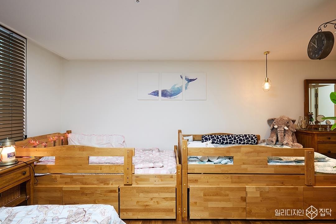원목가구,침대,액자,화이트,데코조명
