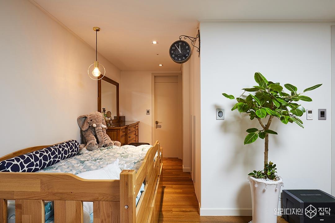 원목가구,침대,데코조명,화이트,다운라이트조명