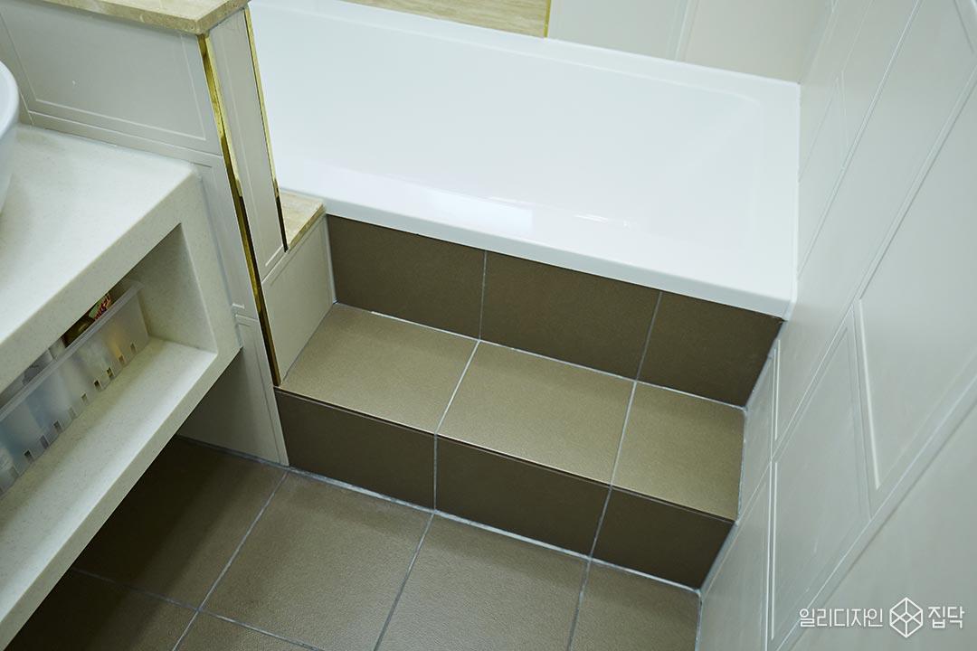 바닥타일,화장실,포세린타일,욕조,골드