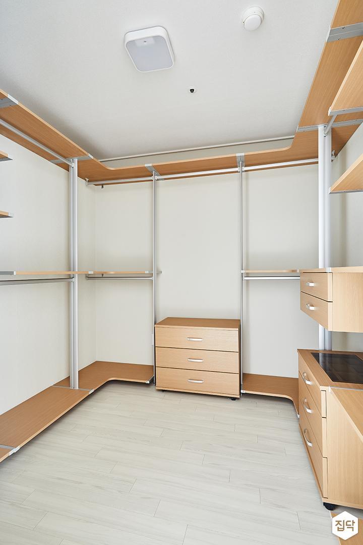 드레스룸,수납공간,화이트,심플