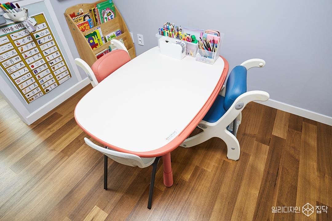 책상,천연마루,아이방