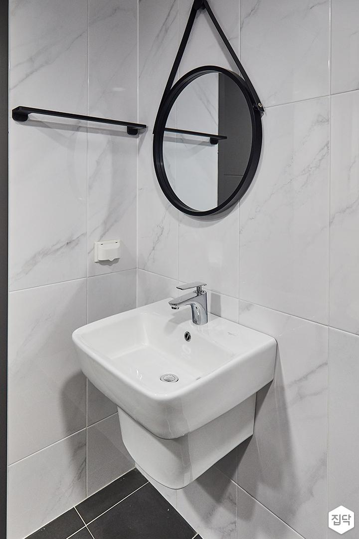 욕실,화이트,비앙코카라라패턴,거울,세면대