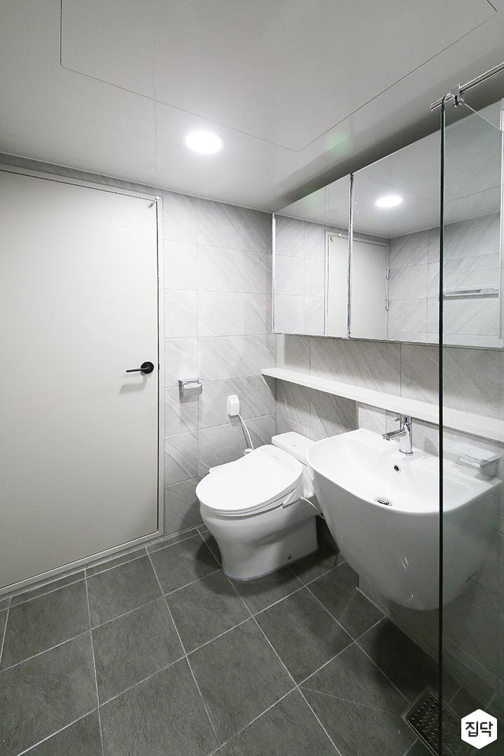 욕실,화이트,심플,슬라이딩거울장,젠다이,비앙코카라라패턴