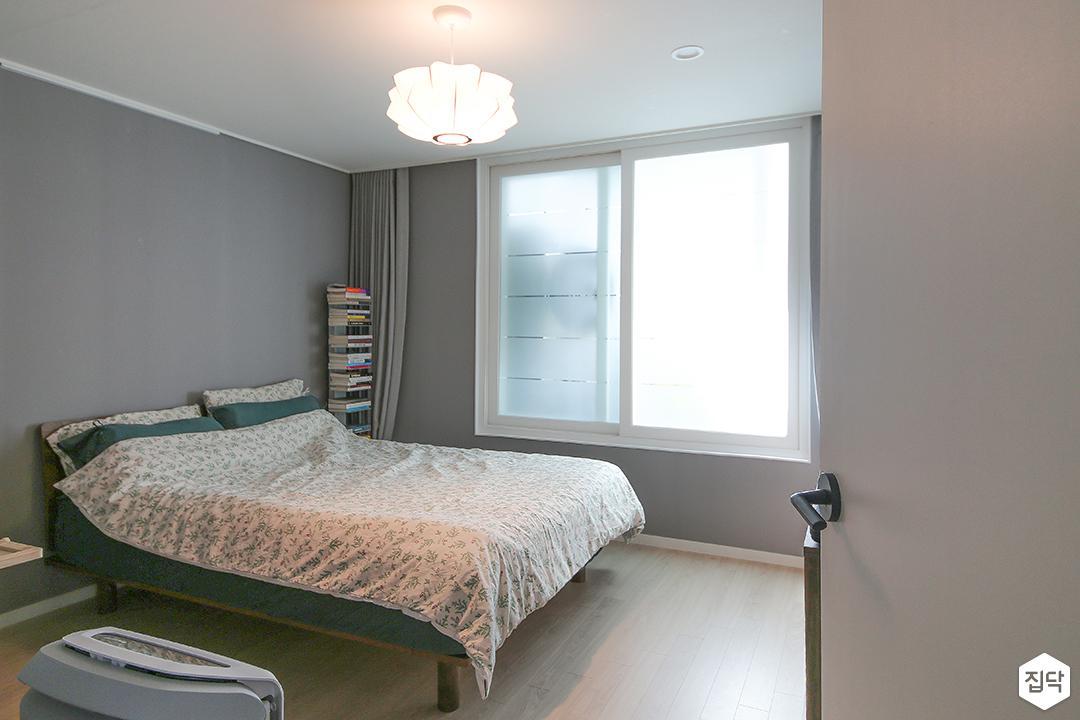 방,그레이,모던,펜던트조명,침대,커튼