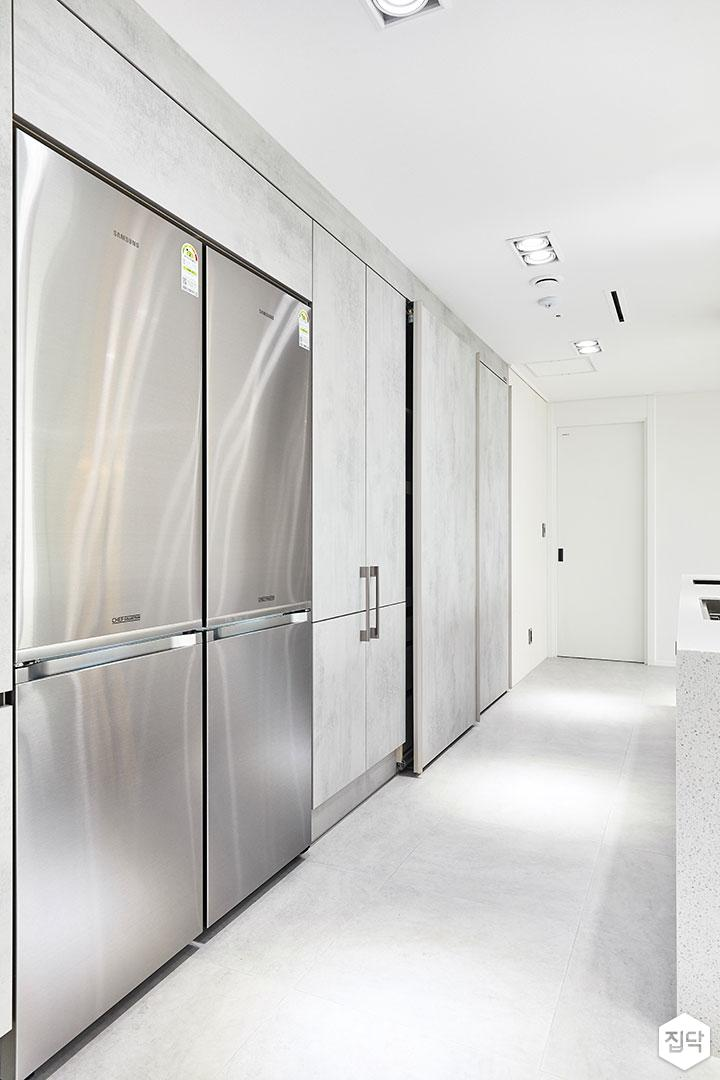 주방,붙박이장,다운라이트조명,가스후드,냉장고장,포세린타일