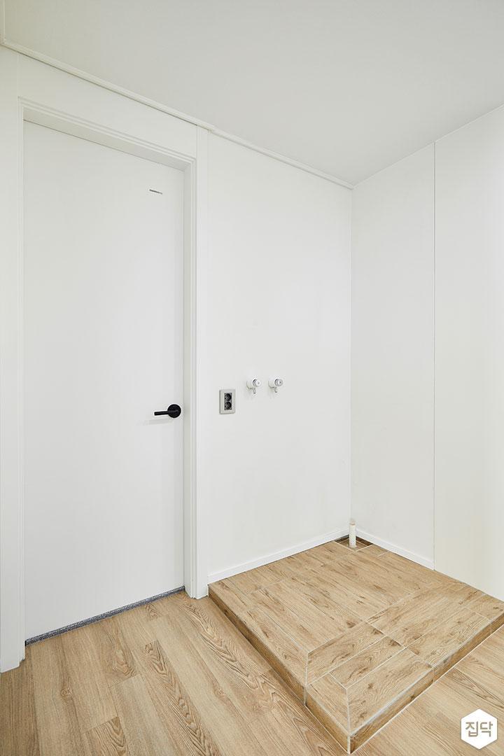 방,화이트,심플,다운라이트조명,붙박이장