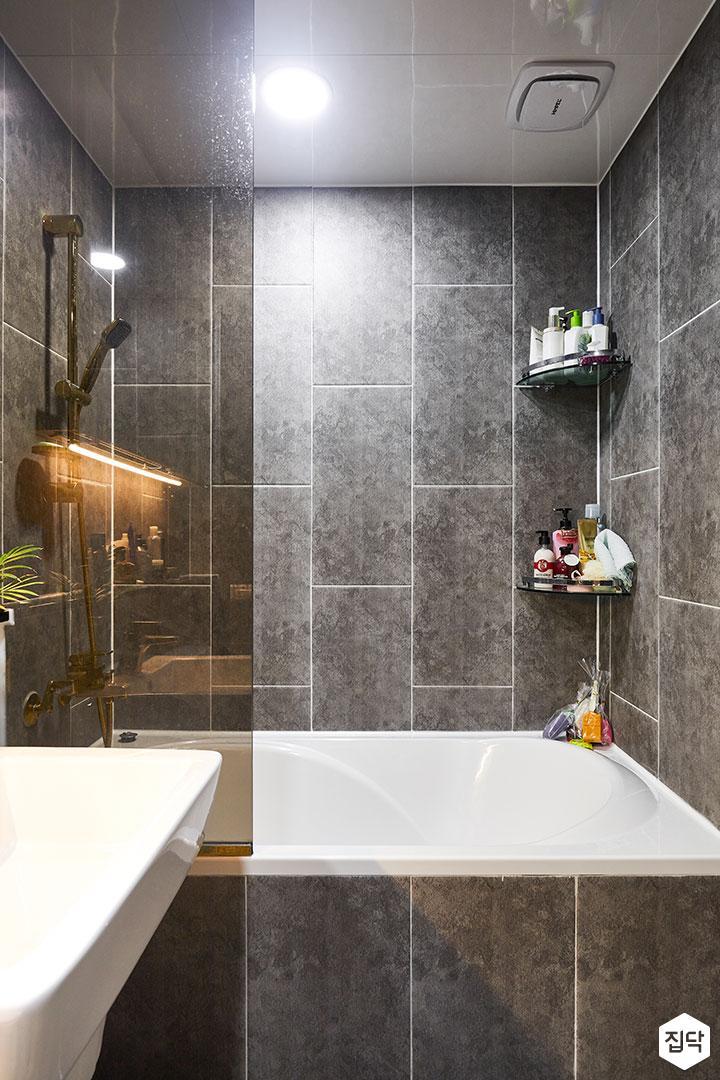 욕실,그레이,다운라이트조명,욕조,간접조명,슬라이딩거울장,젠다이