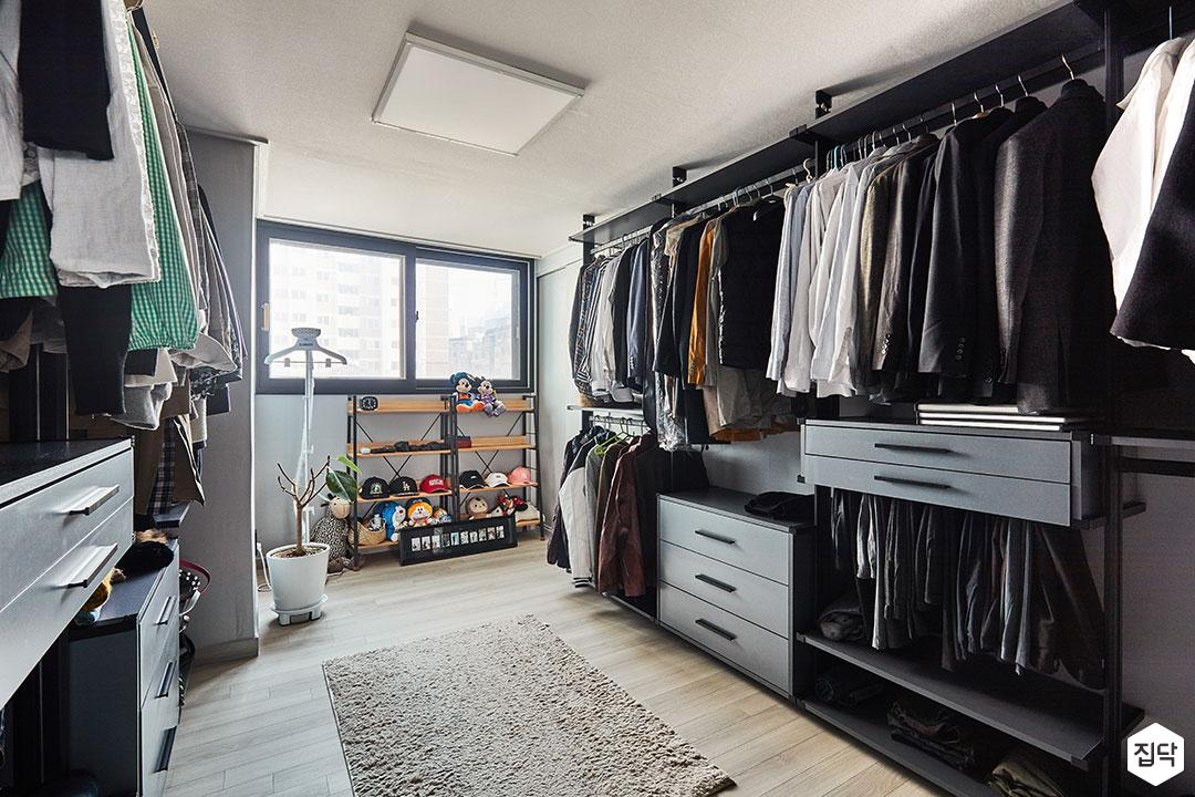 드레스룸,화이트,LED조명,러그,수납장,시스템장