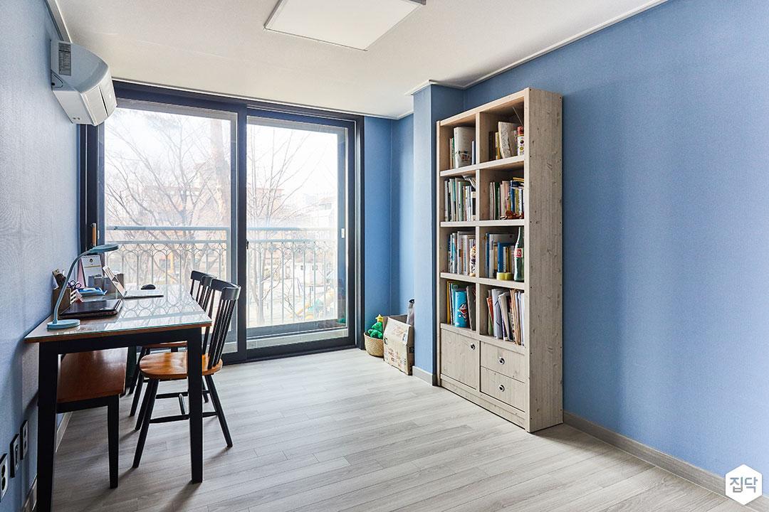 방,블루,모던,책장,책상,의자