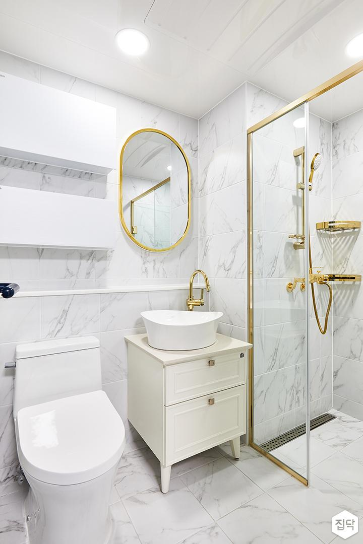 욕실,화이트,비앙코카라라패턴,럭셔리,모던,골드,세면대,거울,유리파티션