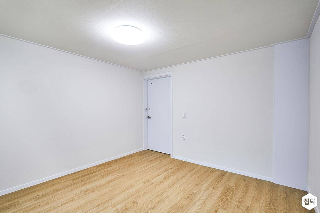 방,화이트,심플,강마루,led조명,방문