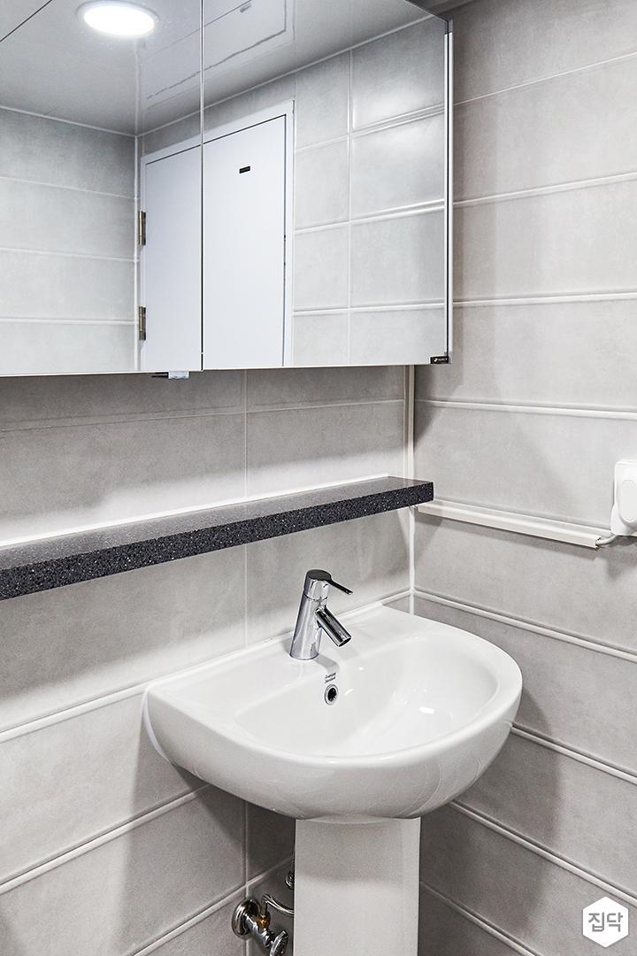 욕실,그레이,모던,코너선반,대리석선반,슬라이딩거울장,세면대
