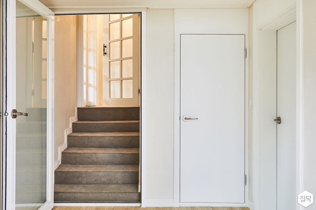 화이트,심플,방문,계단