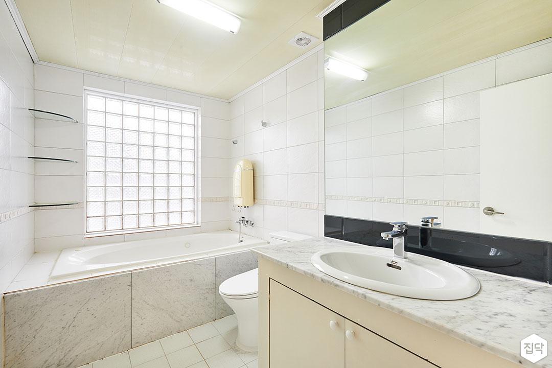 화이트,럭셔리,클래식,거울,세면대,수납장,욕조,화장실