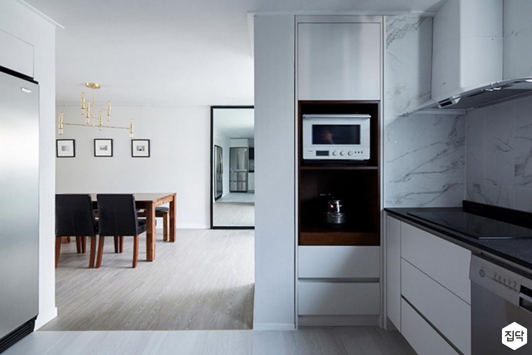 주방,모던,포세린타일,냉장고장,수납공간