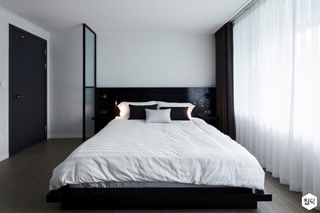유리파티션,방,led조명,침대,커튼,모던