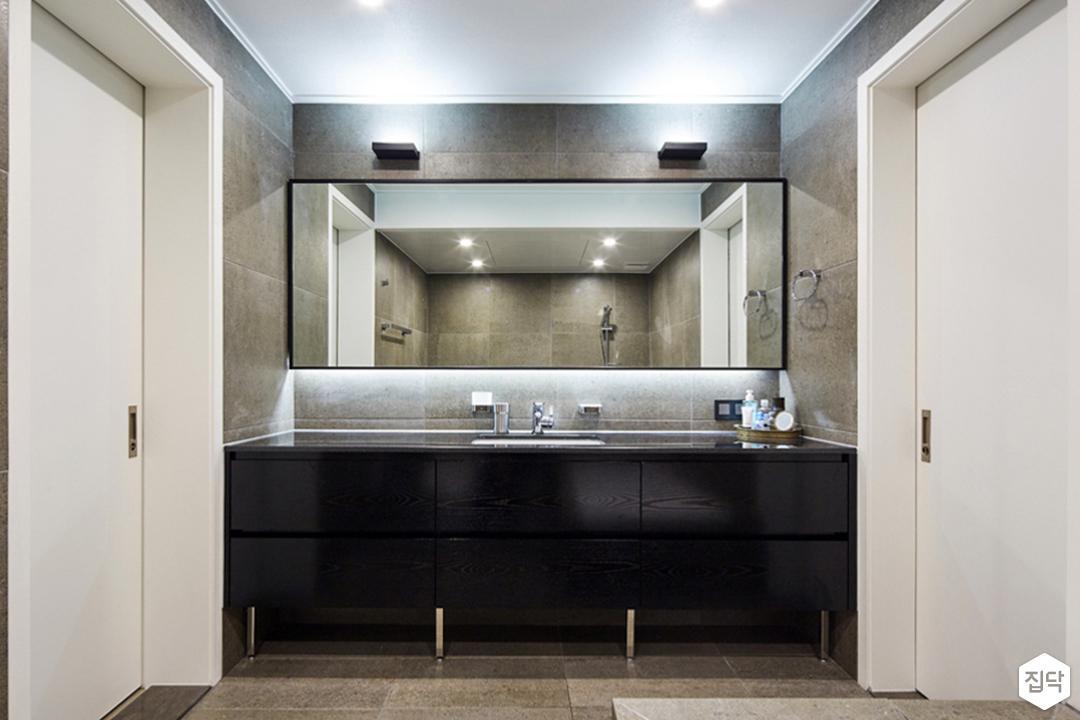 욕실,그레이,모던,욕조,세면대,블랙,다운라이트조명