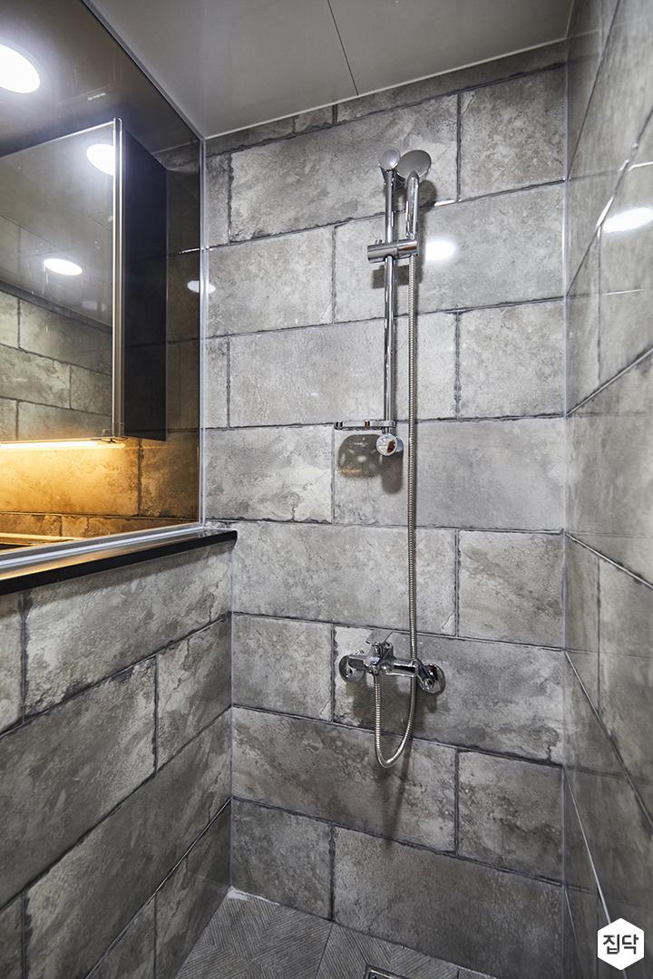 샤워부스,욕실,빈티지,다크그레이,가벽,젠다이,벽돌장식,샤워기