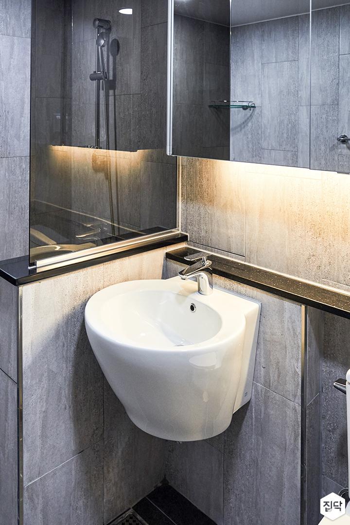 욕실,그레이,모던,세면대,가벽,유리파티션,간접조명