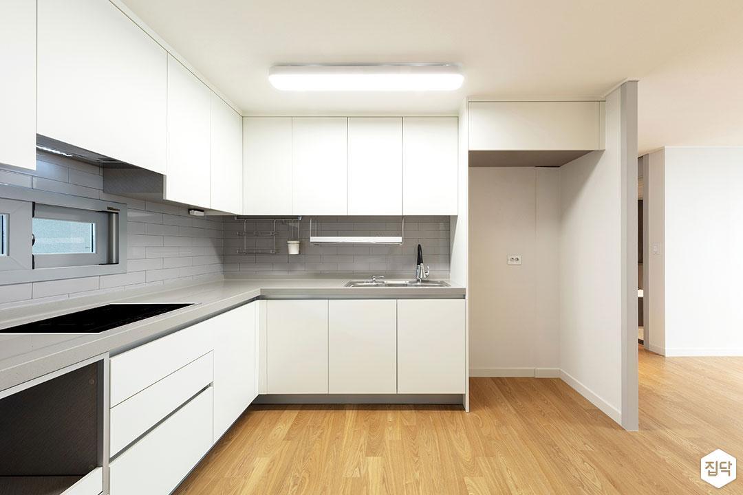 주방,화이트,모던,냉장고장,ㄱ자싱크대,매트화이트,가벽