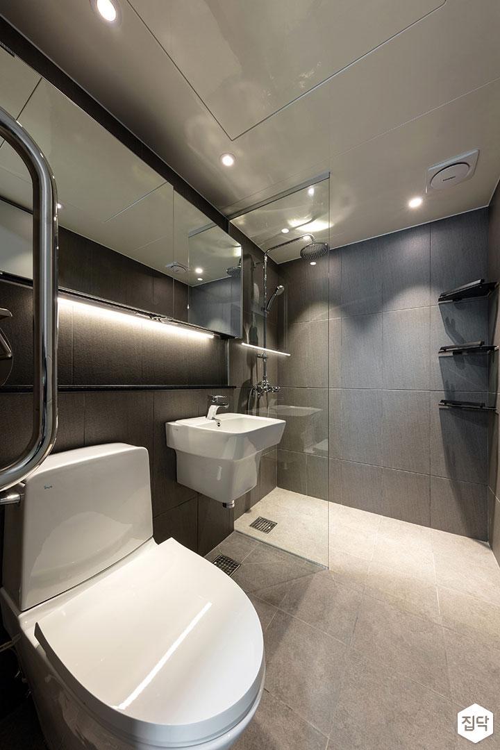 욕실,모던,세면대,양변기,간접조명,다운라이트조명,젠다이,보조손잡이,샤워부스,유리파티션,그레이