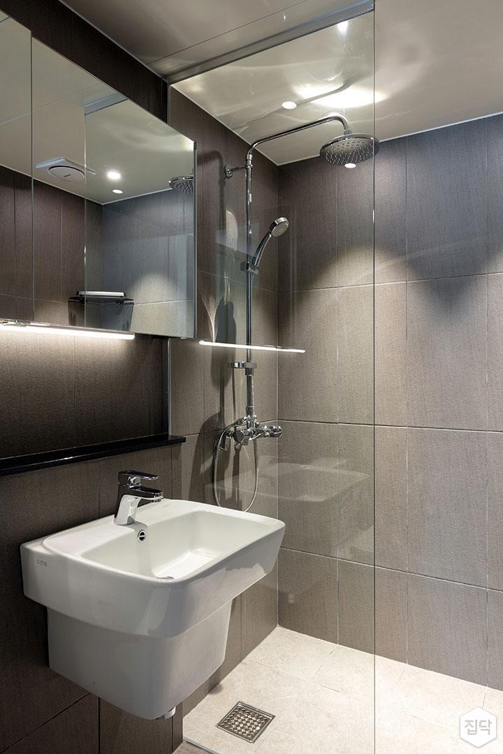 욕실,모던,세면대,간접조명,다운라이트조명,샤워부스,유리파티션,해바라기샤워기,그레이