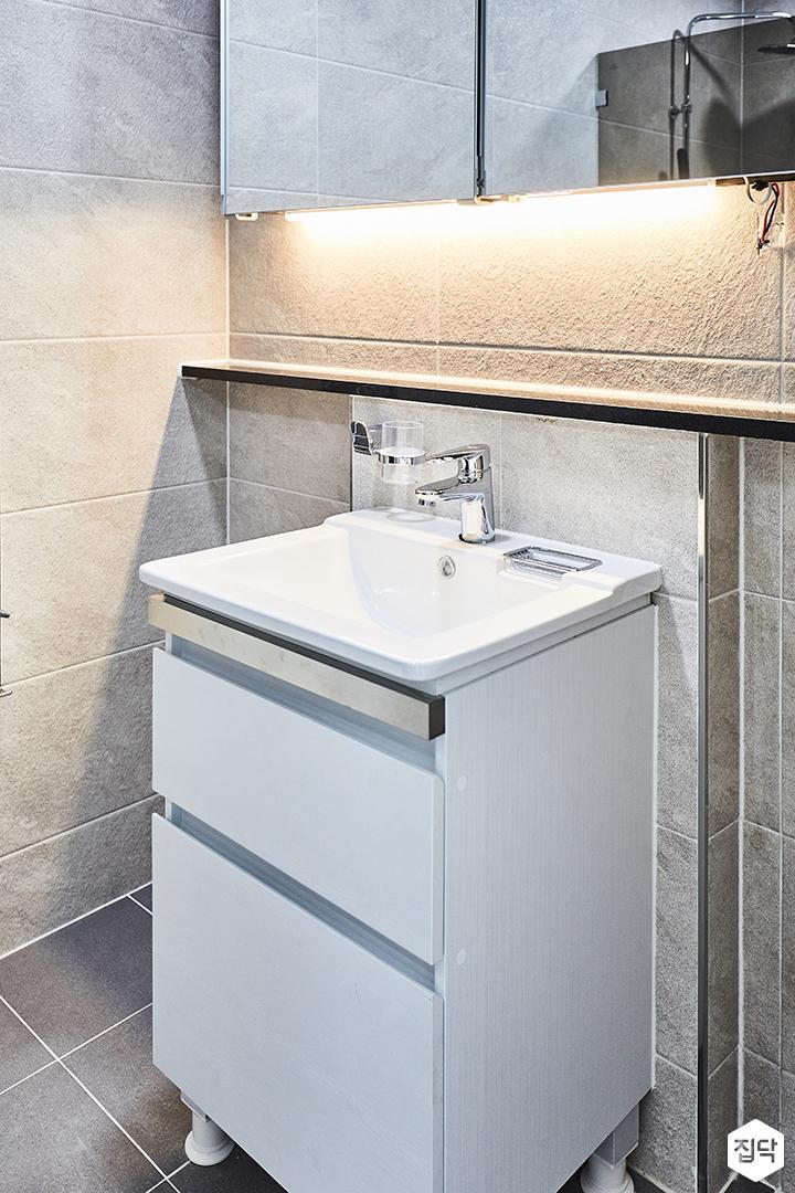 욕실,그레이,간접조명,하부장,세면대
