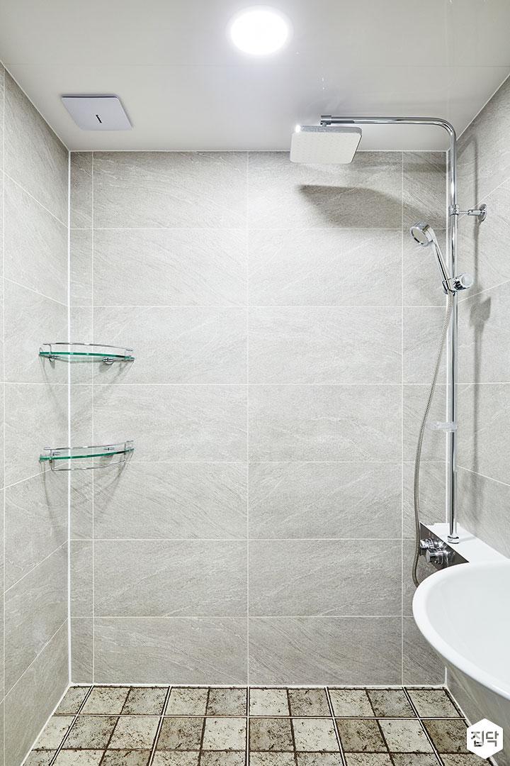 욕실,그레이,모던,해바라기샤워기,코너선반