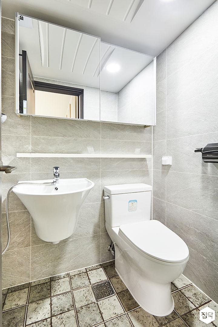 욕실,그레이,슬라이딩거울장,모던,무지주선반,세면대,양변기,욕실타일