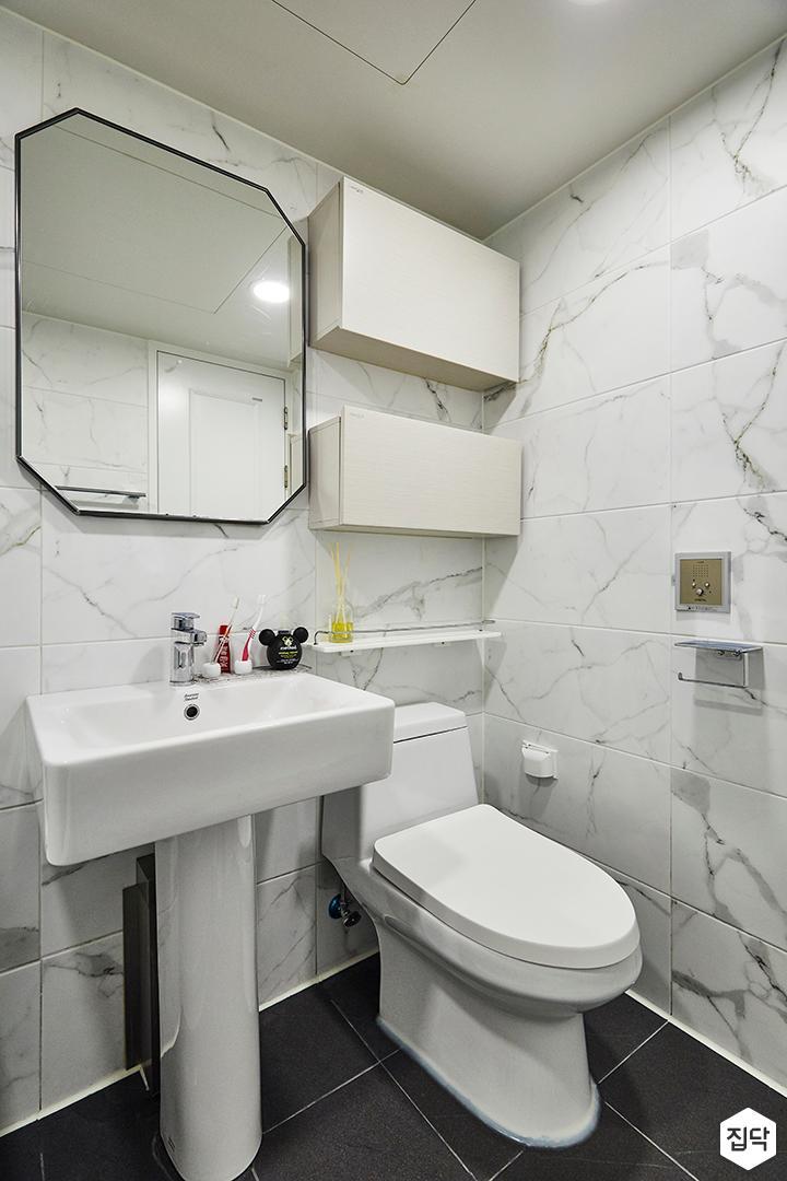 욕실,비앙코카라패턴,수납장,세면대,양변기,화이트,모던