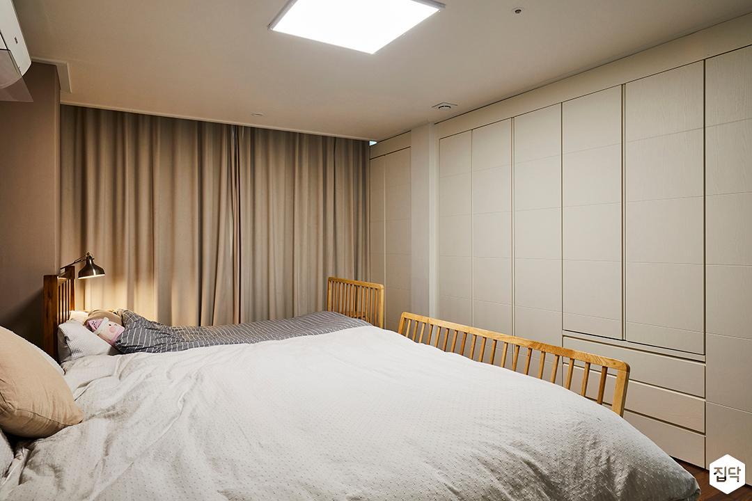 방,그레이,모던,클래식,침대,붙박이장,암막커튼