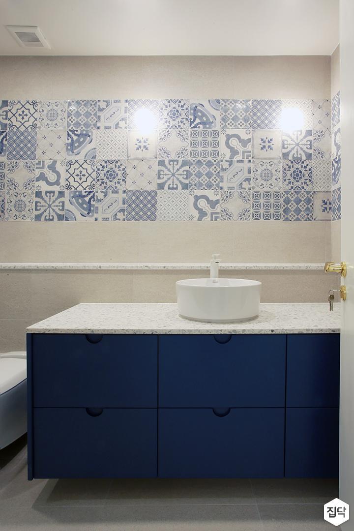 욕실,세면대,북유럽,젠다이,양변기,다운라이트조명