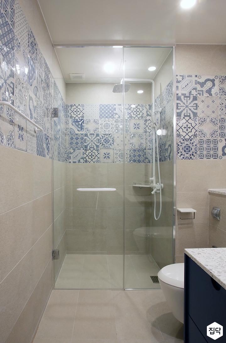 욕실,북유럽,다운라이트조명,샤워부스,유리파티션