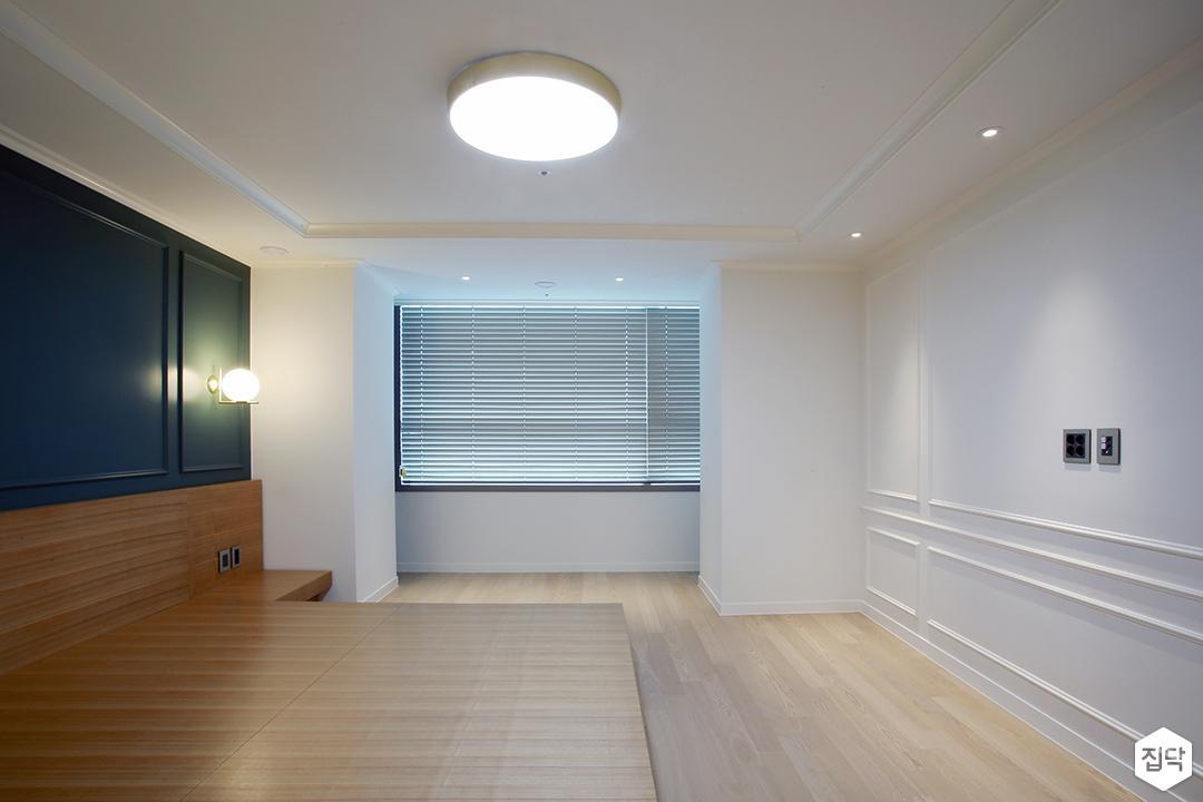 방,화이트,웨인트코팅,LED조명,다운라이트조명,침대