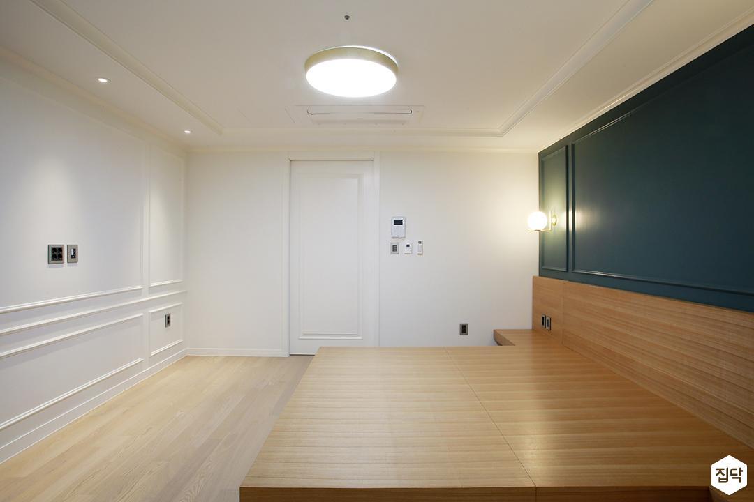방,화이트,웨인트코팅,LED조명,다운라이트조명,침대,올리브