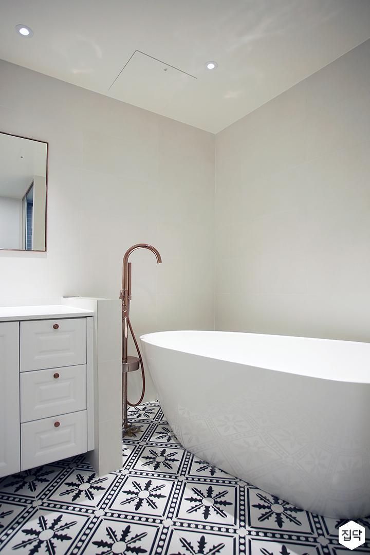 욕실,욕조,로즈골드,다운라이트조명,화이트,북유럽