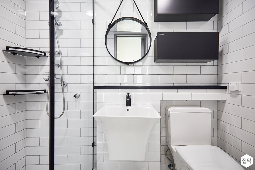 욕실,모던,심플,화이트,블랙,젠다이,양변기,세면대,코너선반,유리파티션