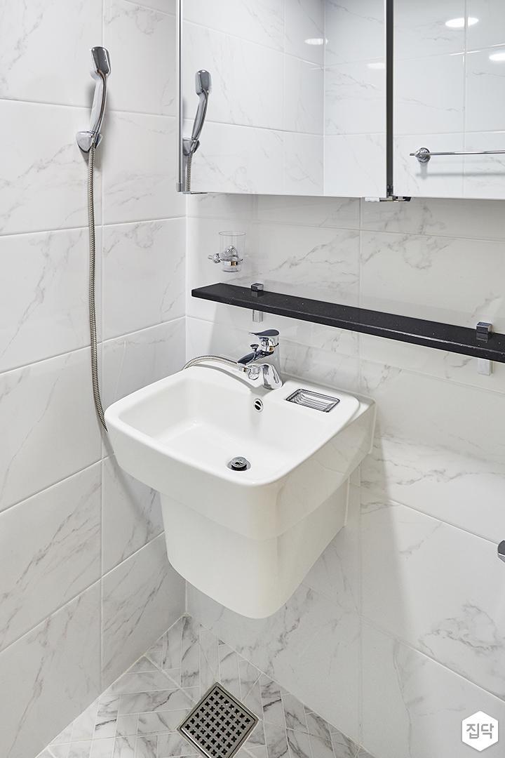화이트,심플,모던,세면대,슬라이딩거울,샤워기,화장실
