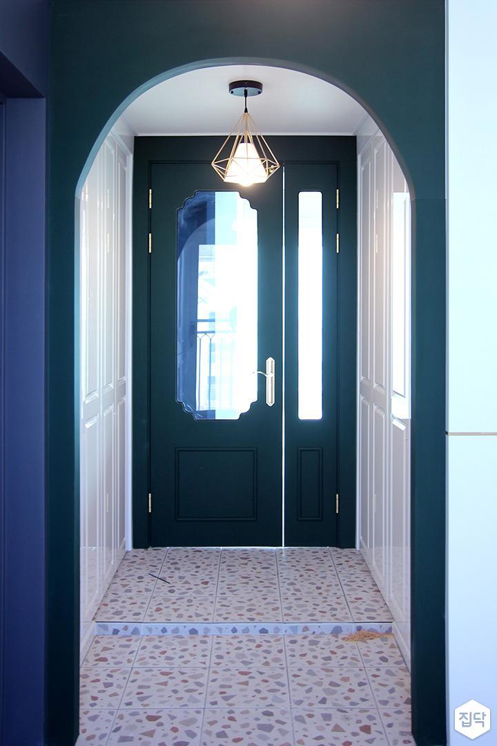 현관,클래식,네이비,센서등,중문,비대칭여닫이도어,오리브,패턴타일
