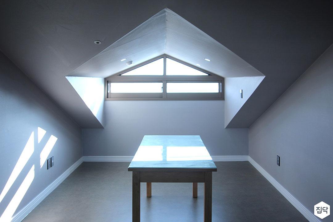 다락방,화이트,심플,천장,테이블,다운라이트조명