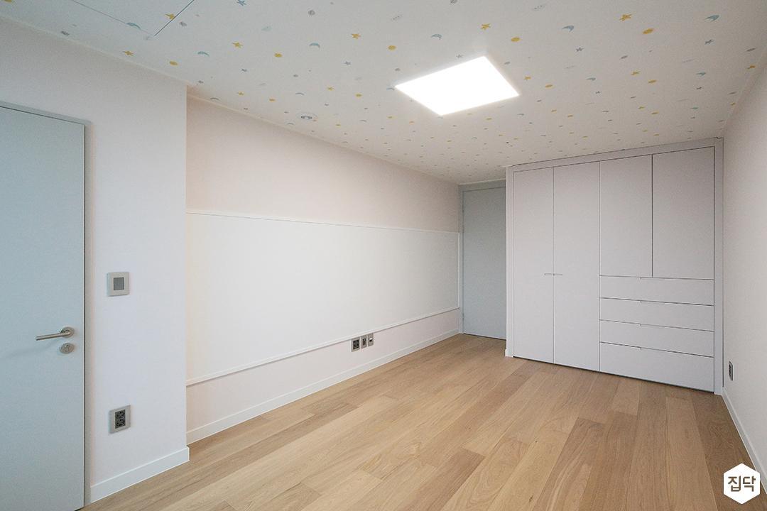 방,모던,매트그레이,아이방,슬림엣지LED,블라인드,붙박이장,화이트,포인트벽지