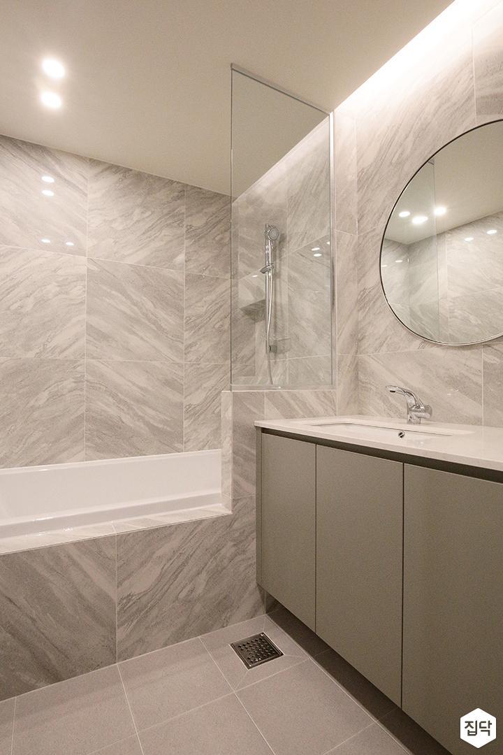 욕실,간접조명,유리,모던,럭셔리,유리파티션,세면대,욕조,다운라이트조명,거울,비앙코카라라패턴