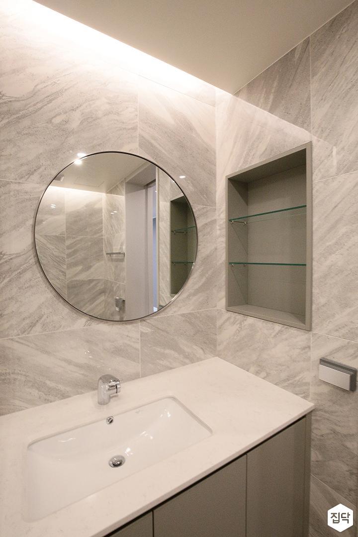 욕실,간접조명,유리,모던,럭셔리,유리파티션,세면대,거울,비앙코카라라패턴,매립형선반