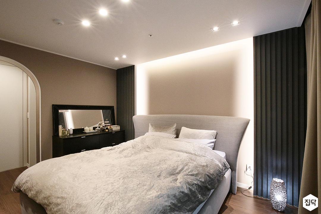 방,그레이,간접조명,모던,클래식,다운라이트조명,침대